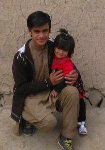 Mujtaba mit seiner jüngsten Schwester